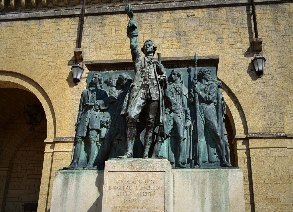 Монумент в честь Джироламо Гози и других борцов за свободу