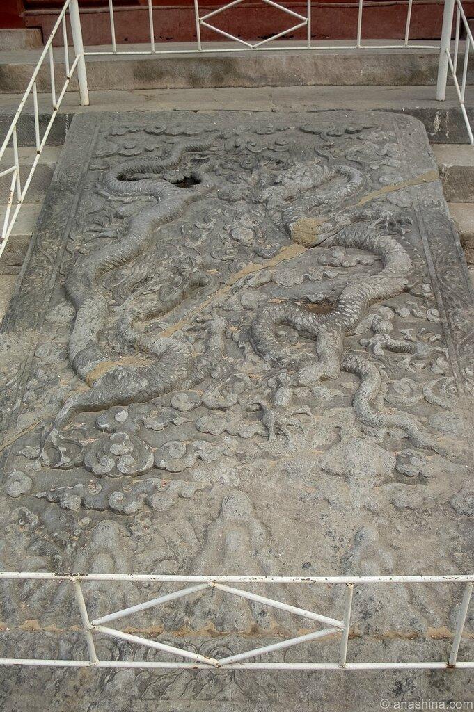 Плита с барельефом дракона, Храм Императорских Предков