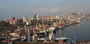 Владивосток - морской торговый порт2.jpg