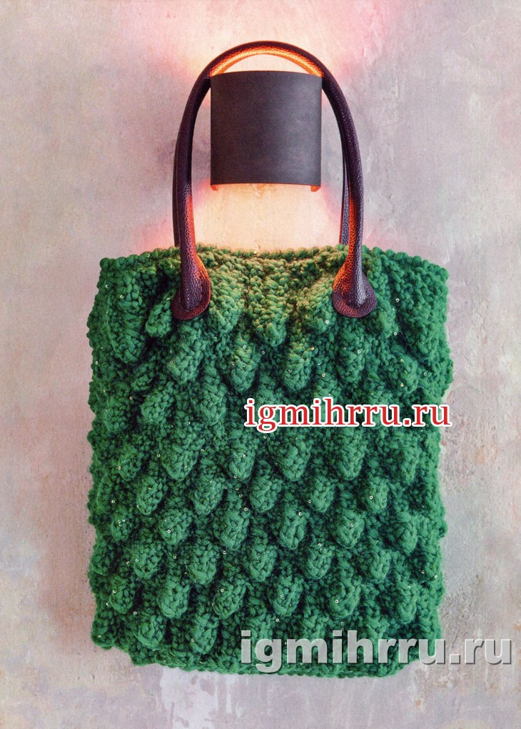 Зеленая сумка с шишечками. Вязание спицами и крючком