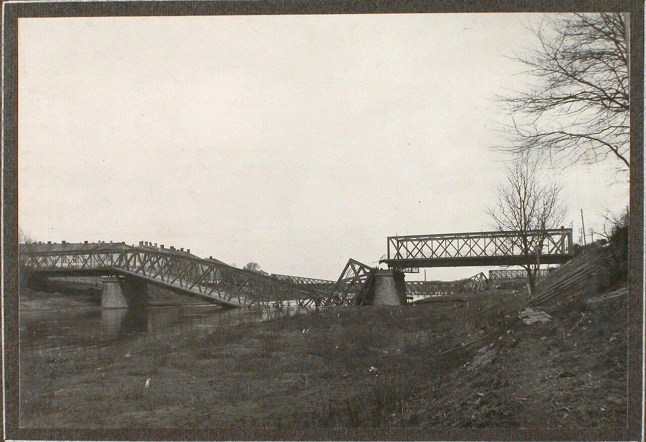20. Вид взорванного моста через реку Сан