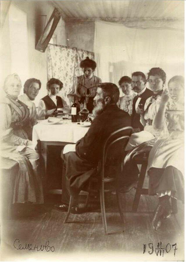 1907. Праздничный обед в деревне Семеново