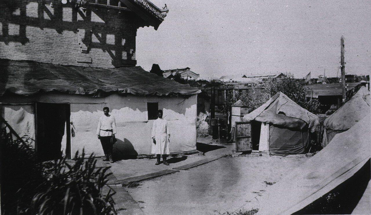 Госпиталь Красного Креста в Готсайдане. Палатки используются под жилища медсестер