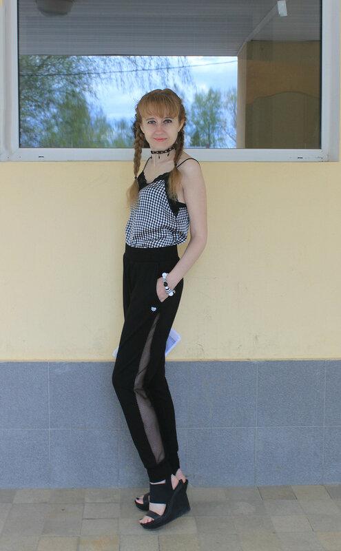 Топ - Bershka, брюки - Forever21