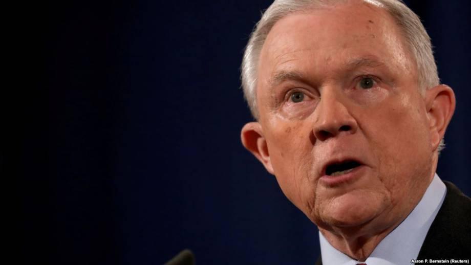 Министр юстиции США заявляет, что не уйдет в отставку, несмотря на критику Трампа