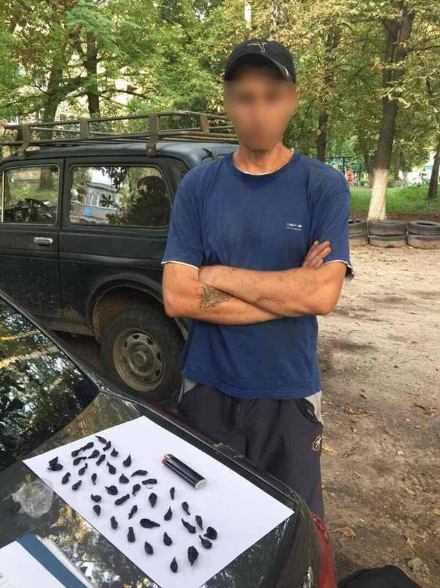 "Задержан наркодилер, делавший ""закладки"" на территории школы в Борисполе. ФОТО"