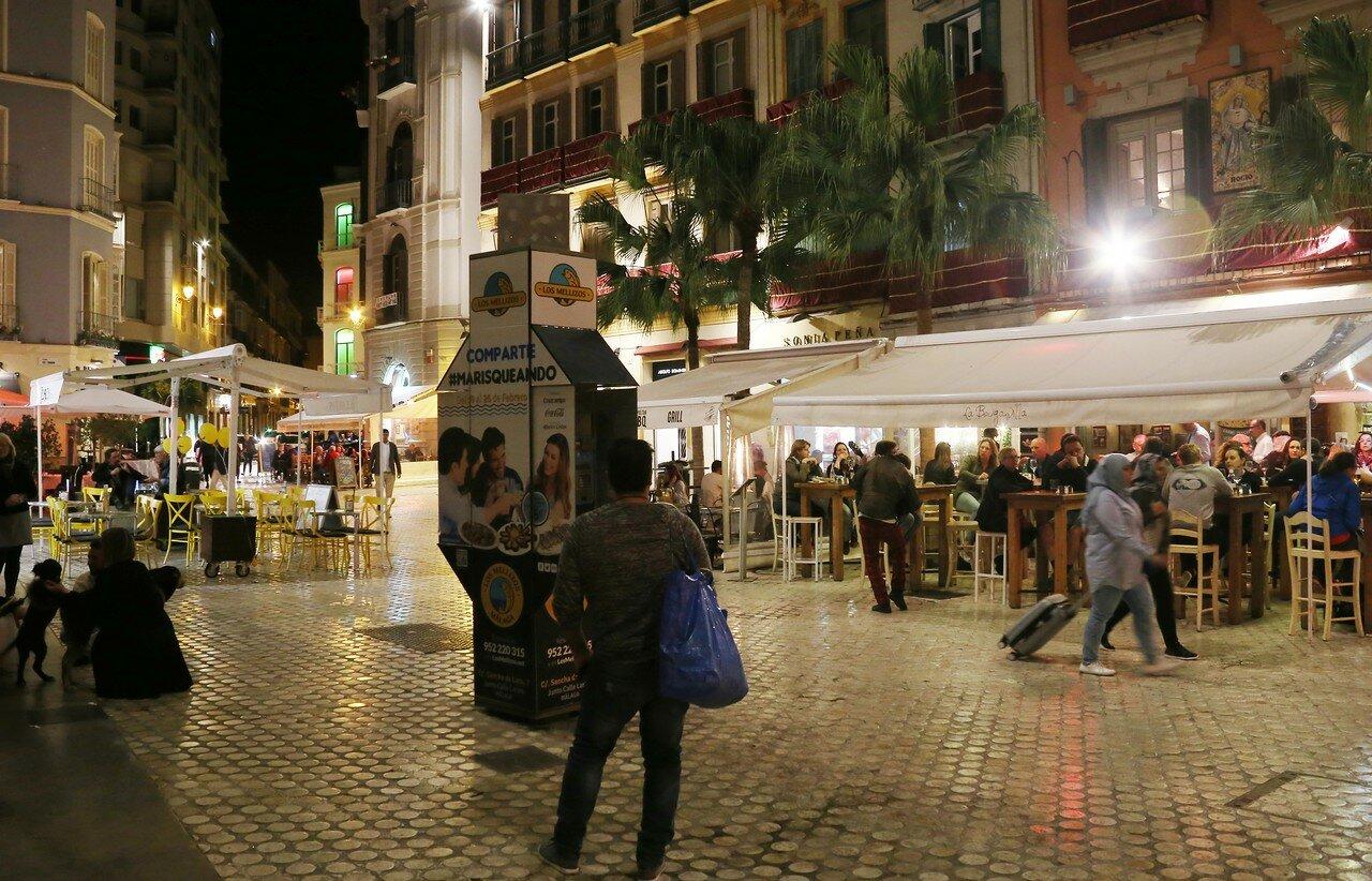 Ночная Малага. Plaza Spinola
