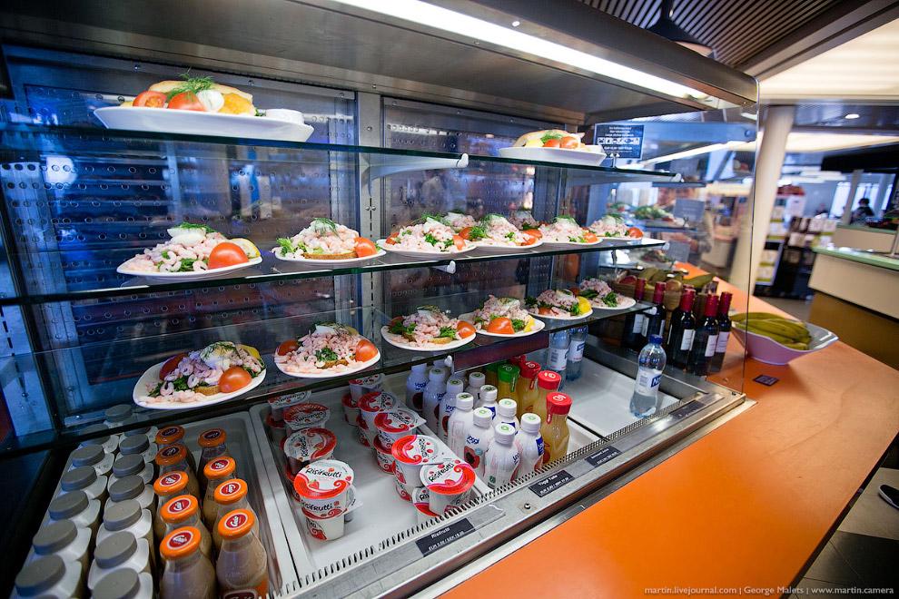 15. Рестораны в формате шведского стола или буфеты расположены на каждом судне. Кроме нескольки