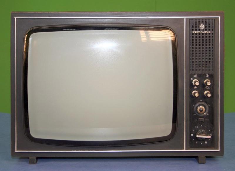 11. Еще один сверхпопулярный черно-белый телевизор, который массово выпускался и продавался в эпоху,