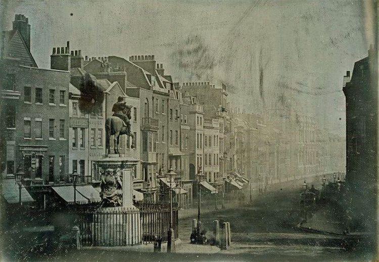 Французский фотограф Joseph-Philibert Girault de Prangey сделал этот снимок Иерусалима в 1844 году.