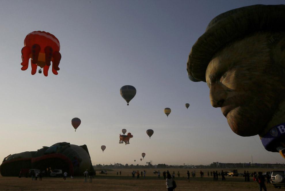 Как видно, оболочкам воздушных шаров запросто можно придавать довольно сложные формы. (Фото Eri