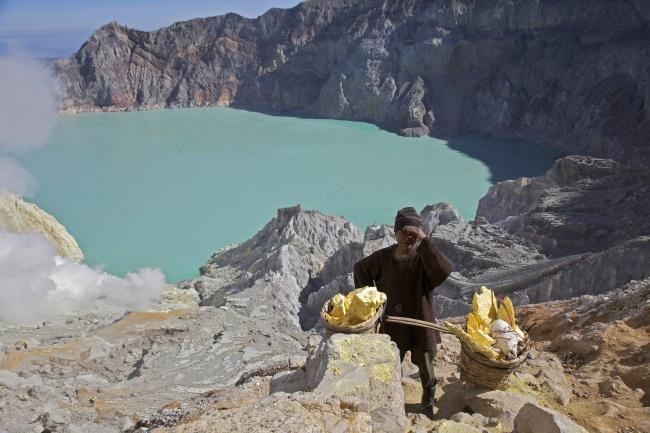 © Wikipedia  Знакомьтесь, перед вами самое кислотное озеро вмире. Нежный бирюзовый цвет воды,