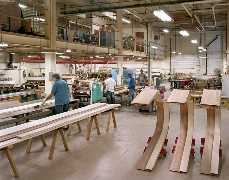 Кленовый шпон, длина которого доходит до семи метров (в зависимости от модели фортепиано) склеи