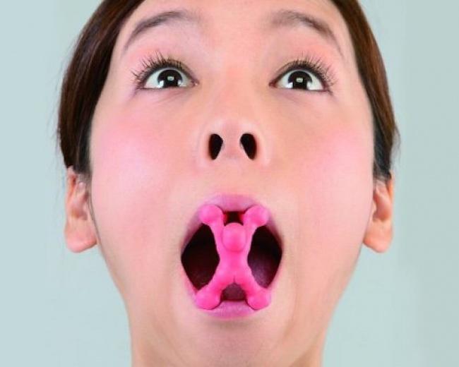 © JapanTrendShop/twitter  15. Это приспособление для исправления формы носа