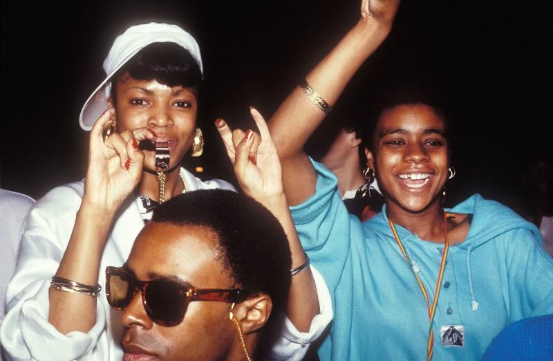 Молодежь Лондона на концерте в 1986 году.