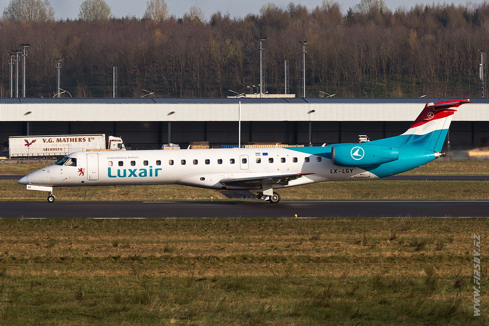 Embraer_ERJ-145_LX-LGY_Luxair_3_LUX_for_ .JPG
