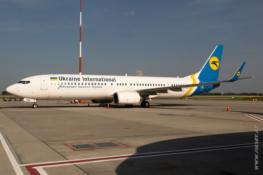 B-737_UR-PSL_Ukraine_International_Airlines_1.JPG