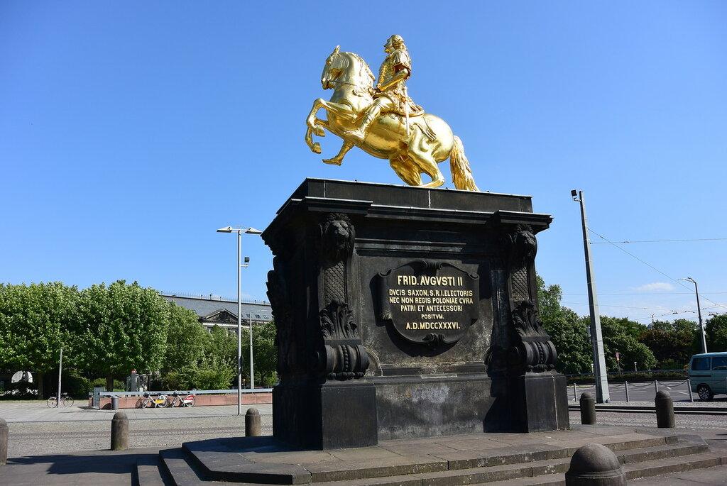 Памятники которым более 500 лет   6 памятники из камня цены москва