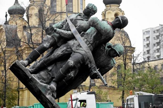 20170622_13-22-Польша узаконила снос памятников Красной армии