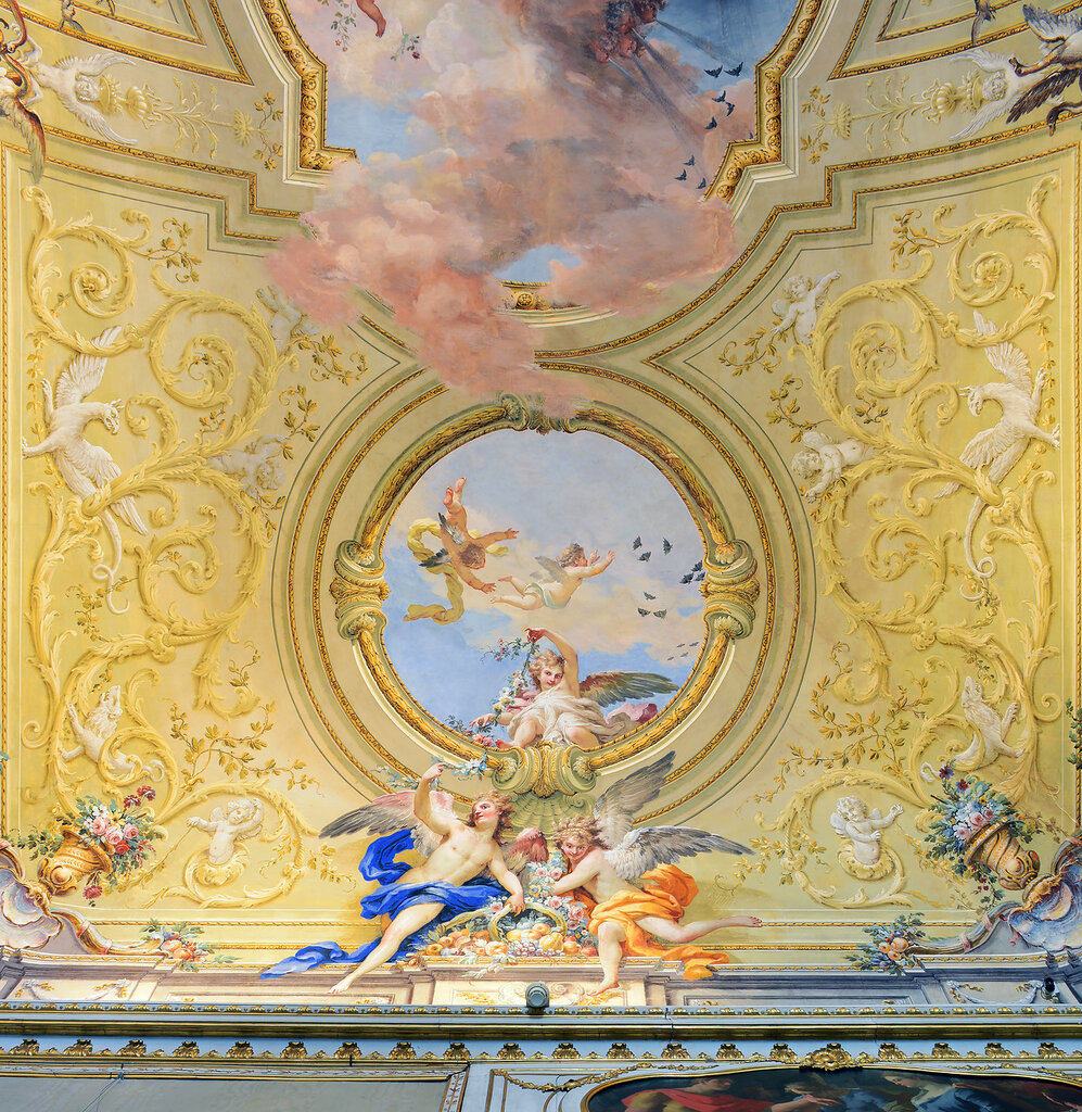 Decorations_in_the_Palace_of_Caserta.jpg