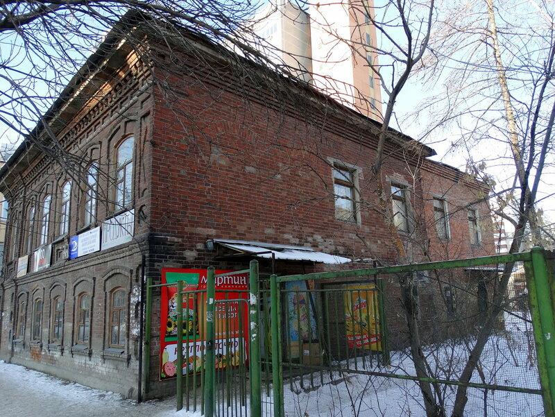 Двухэтажный каменный флигель Ф.Т. Загуменного