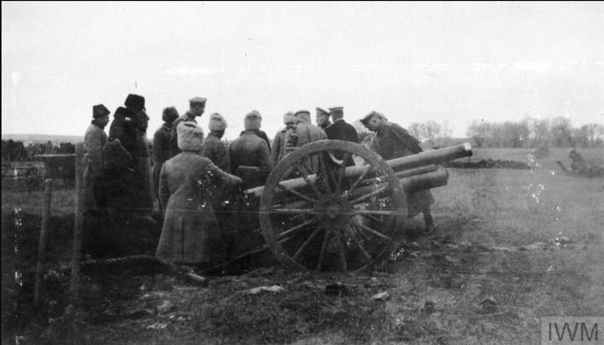 Генерал-майор Николай Антонович Погребняков, командтр 6-й дивизией артиллерии (I Донской Корпус), со своими артиллеристами в ноябре 1919