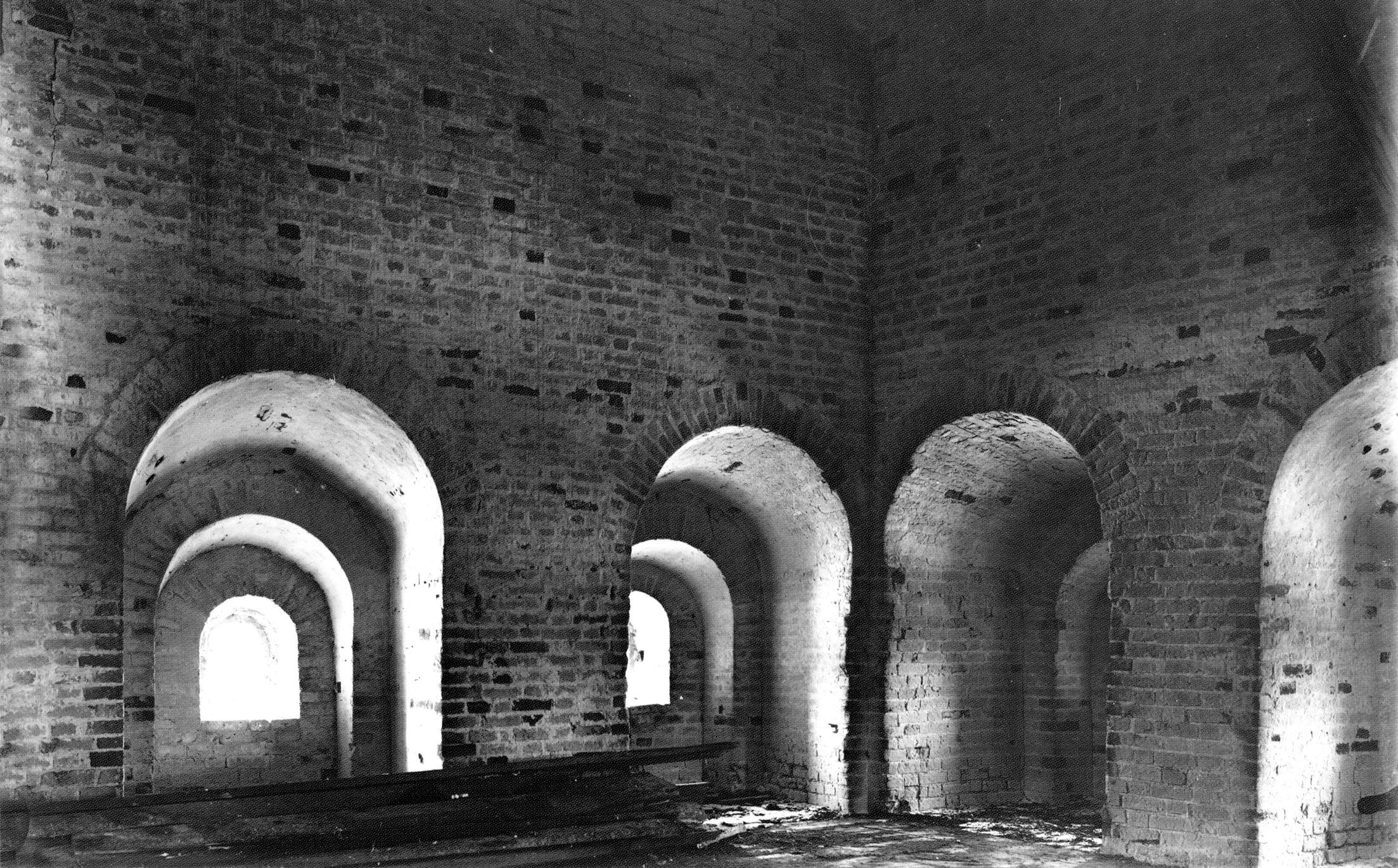 Внутри Никольской башни. Средний ярус. 1903