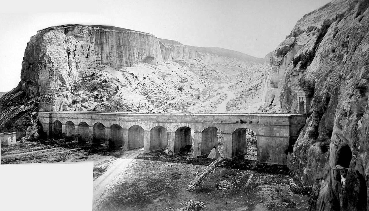 Акведук близ каменоломен в Инкермане