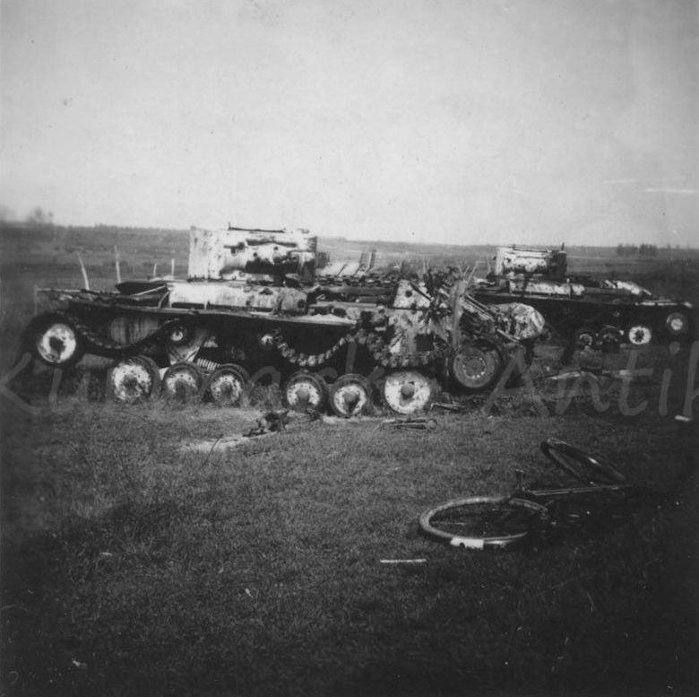 "Подбитые пехотные танки  Mk.III ""Валентайн""."