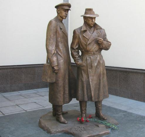 5 октября. День работников уголовного розыска. Памятник Жеглову и Шарапову