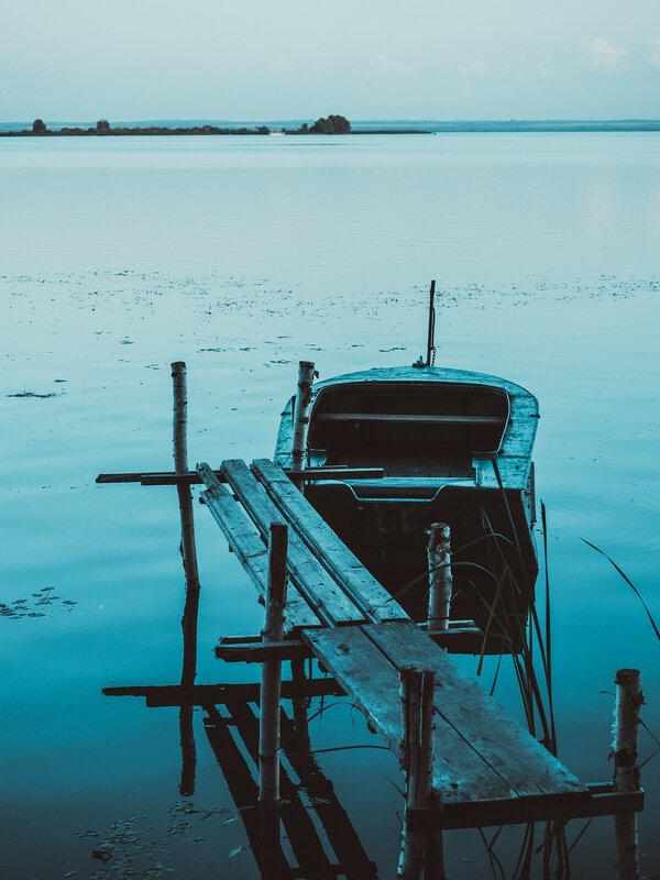 Древнее мистическое озеро Неро
