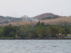 Колесо обозрения в Керчи на берегу моря