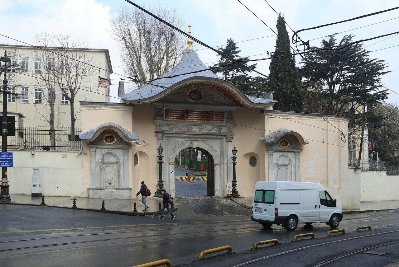 Стамбул. Ворота Баб-и Али (Bâb-ı Âli kapısı)