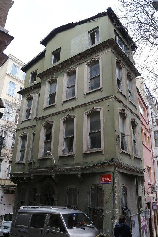 Стамбул, Бейоглу. Улица Сирасельвиляш (Sıraselviler Caddesi)