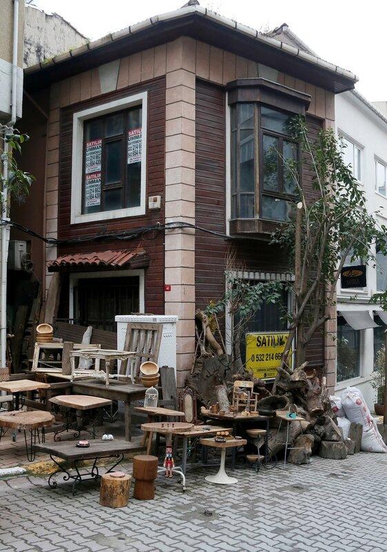 Стамбул, Бейоглу. Улица антикваров Чукуркума (Çukur Cuma Caddesi)
