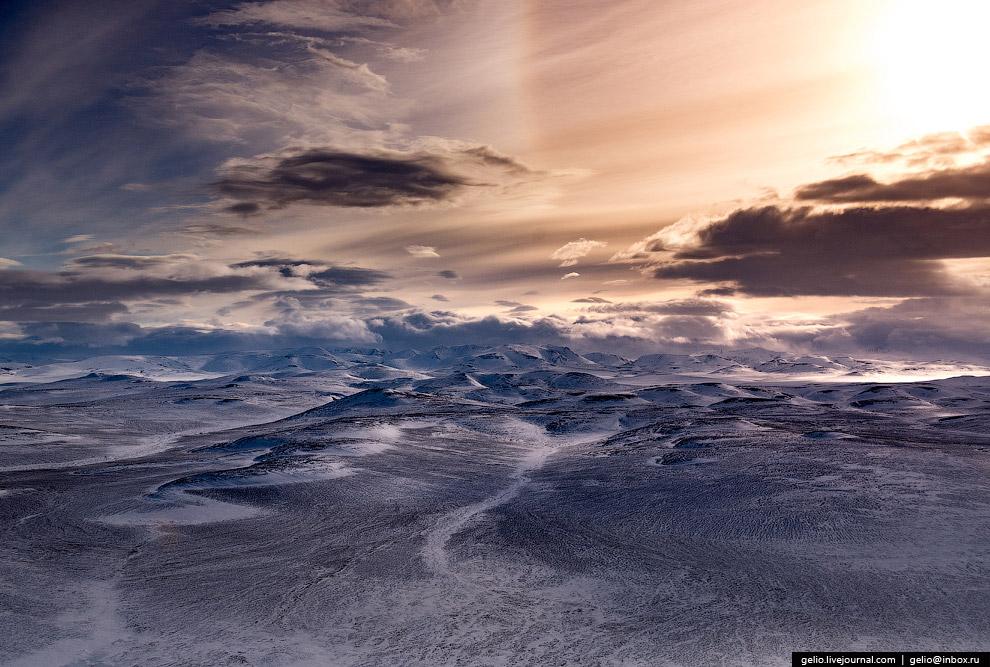 3. Полуостров Камчатка вытянут с севера на юг на 1200 км. Соединяется с материком узким перешей