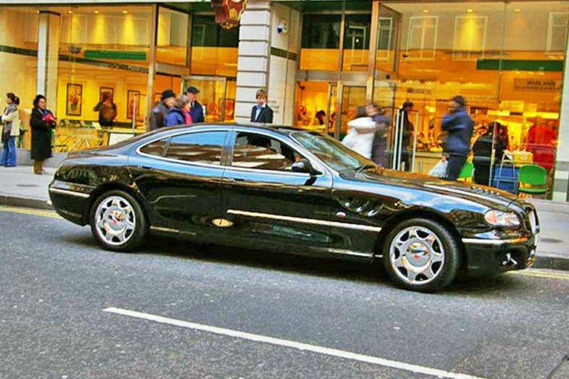 Вообще, у султана Брунея была какая-то всепоглощающая любовь к марке Bentley. Только вот штатные маш
