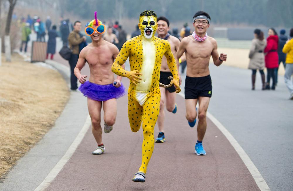 Пекинский пробег в трусах (11 фото)