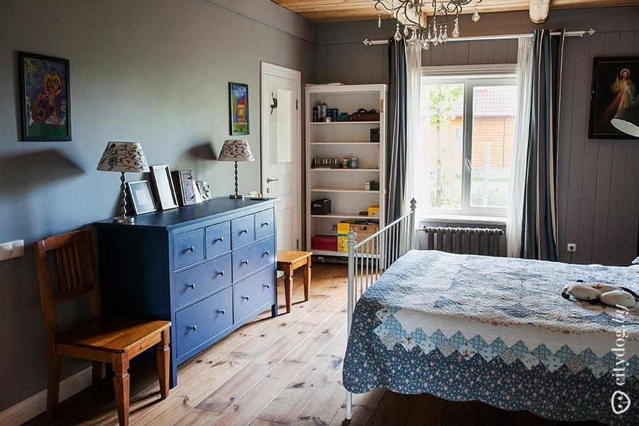 52. В спальне — небольшая гардеробная и отдельный санузел, в котором в перспективе появится еще и от
