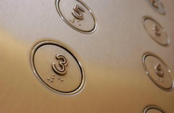 Вот зачем нужны эти точки на кнопках лифта (7 фото)