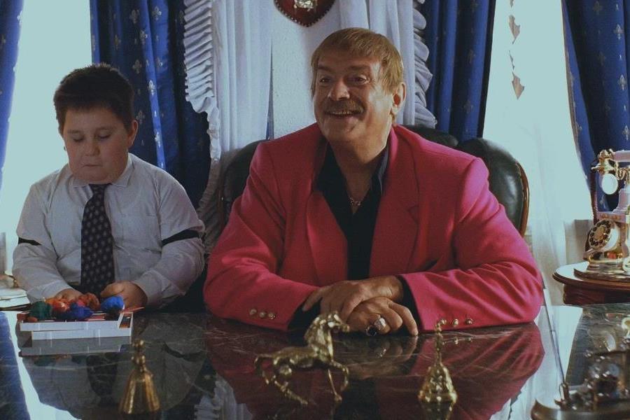 Никита Михалков в фильме «Жмурки». Другие цвета пиджаков были куда менее востребованы. Да и вообще,