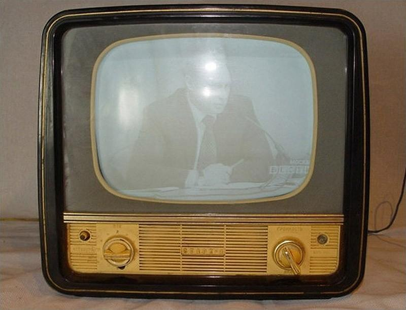 6. Рубин-102 мог принимать 12 телеканалов (реально было куда меньше) и переключаться на радиоволны.