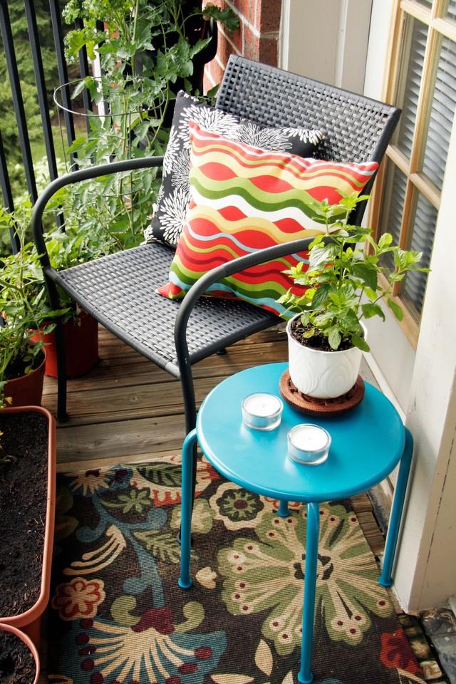 14. Плетеная мебель на балконе Интересно и необычно на балконе будет смотреться гамак или подвесное