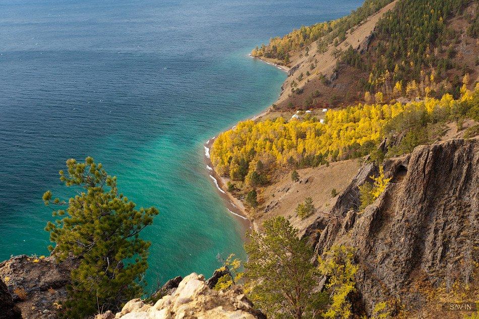 Запасы воды в Байкале гигантские —около 19 % мировых запасов озерной пресной воды.