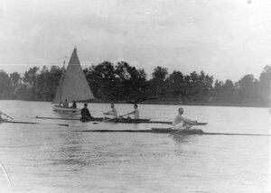 Лодка и яхта на озере