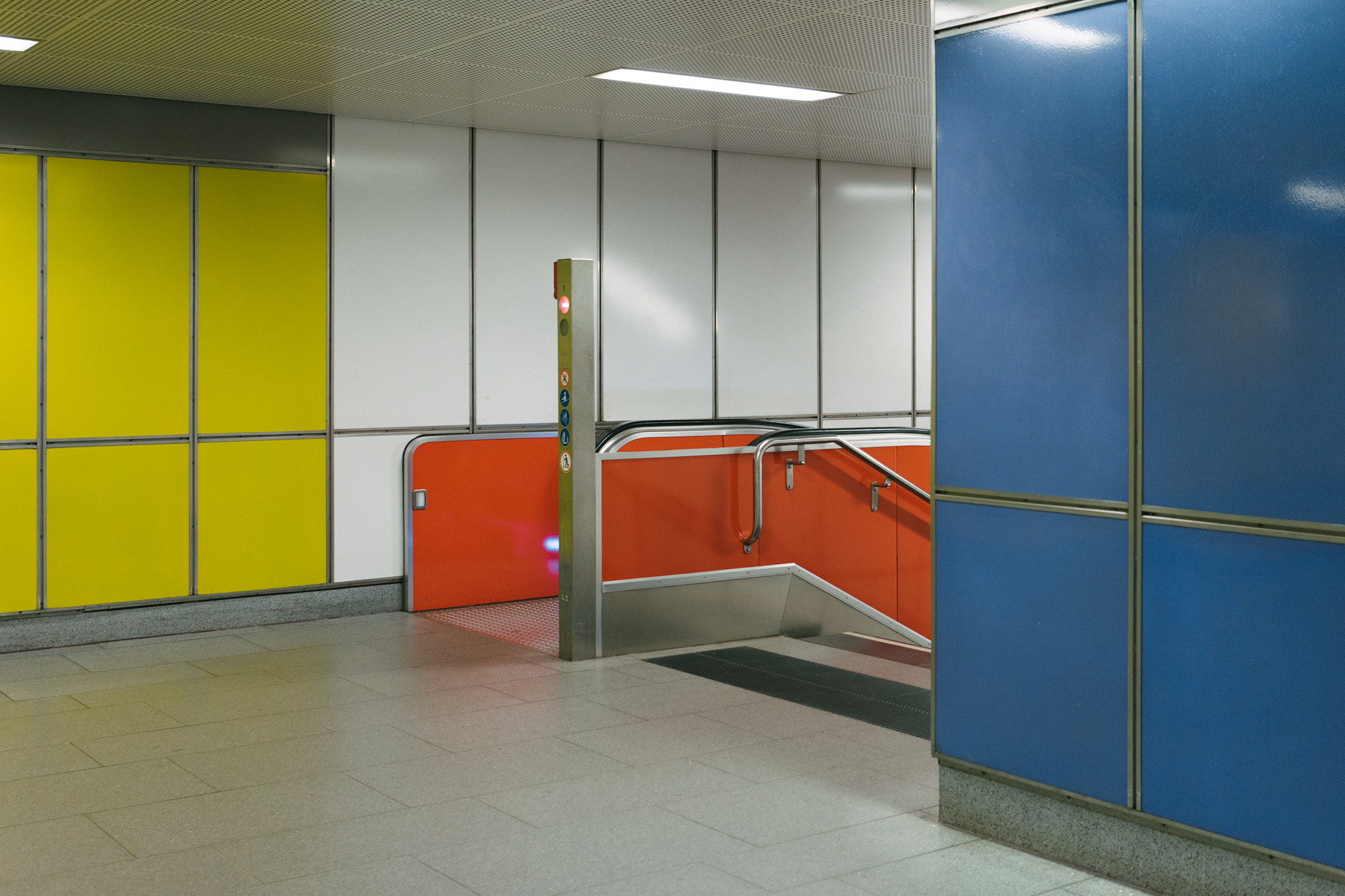 Minimalist Pictures of a Metro Station in Hamburg (11 pics)