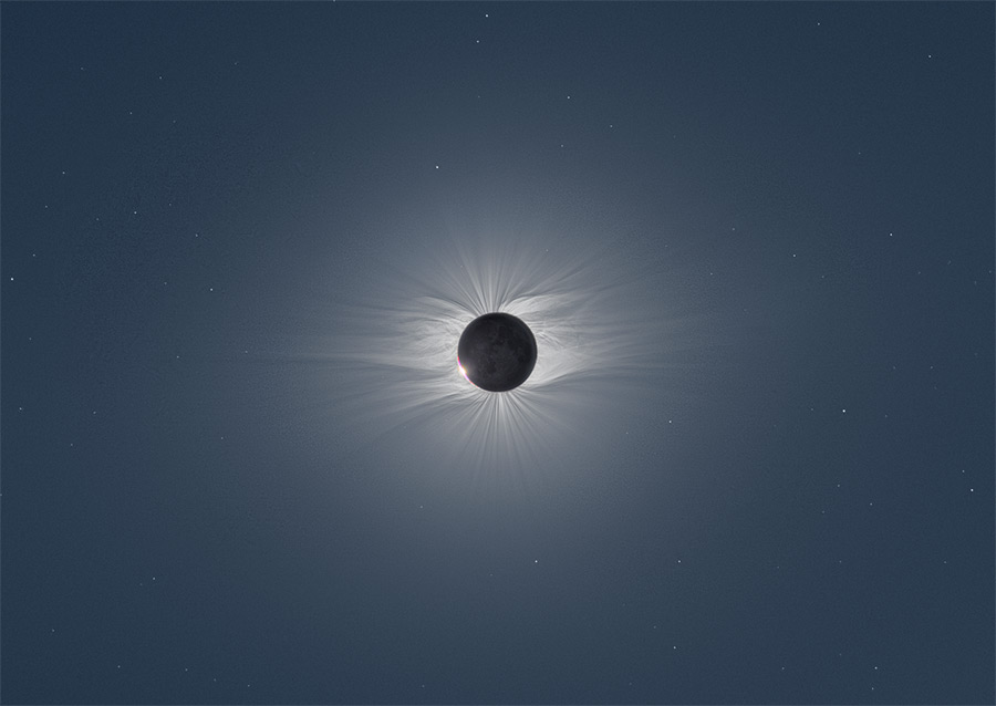 Composite Image of the Moon Taken from 47 Photos Reveals Solar Corona During a Total Solar Eclipse (4 pics)