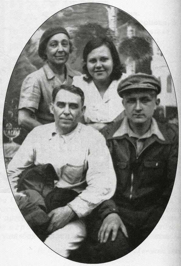 М.Цветаева, Мур, Л.Либединская, А.Кручёных, Кусково, 18 июня 1941 года