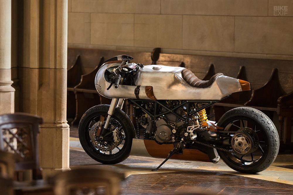 Be Unique 2.22: кафе рейсер Ducati Hypermotard 796 Hector