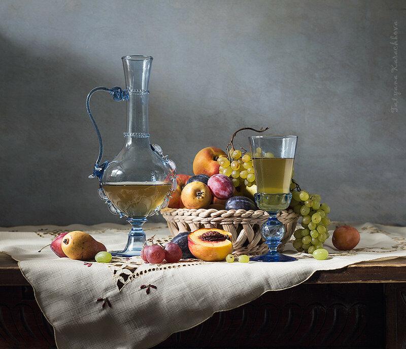 Натюрморт с карафой и фруктами